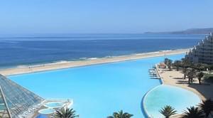 世界上最大的游泳池