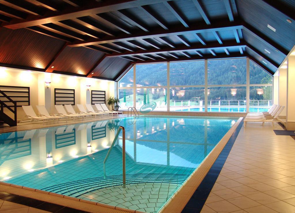 莱芜馨百酒店游泳池及桑拿